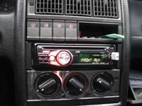 Фотография установки магнитолы JVC KD-R417EE в Audi 80