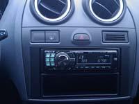 Фотография установки магнитолы Alpine CDE-9880R в Ford Fiesta