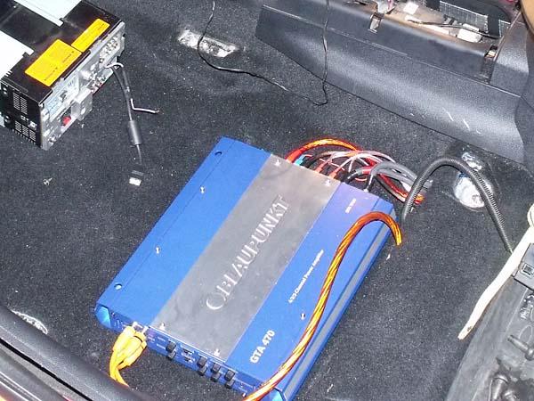 Автомобильный усилитель Blaupunkt GTA 470.