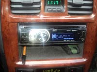 Фотография установки магнитолы JVC KD-R811 в Hyundai Sonata