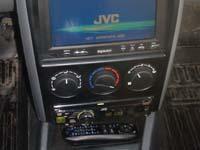 Фотография установки магнитолы JVC KD-DV5507EE в Lada Priora