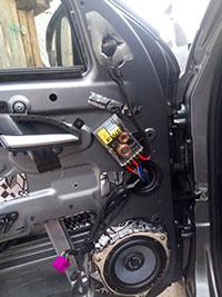 Установка акустики Gladen RS 165 в Lada Vesta