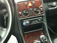 Фотография установки магнитолы Alpine CDE-112Ri в Mercedes CLK