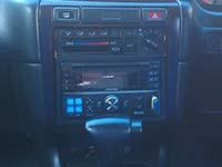 Фотография установки магнитолы Alpine CDE-W235BT в Nissan Bluebird