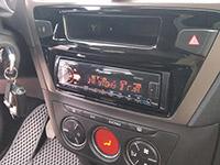 Фотография установки магнитолы Pioneer MVH-X580BT в Peugeot 301