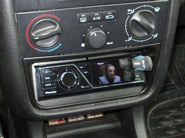 Установка в Peugeot 406