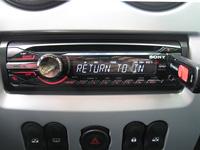 Фотография установки магнитолы Sony CDX-GT450U в Renault Sandero