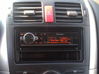 Фотография установки магнитолы Pioneer DEH-80PRS в Toyota Auris