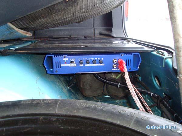 Установка усилителя Blaupunkt GTA 270 в Volkswagen Passat.